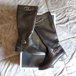 Karen Scott knew high boots
